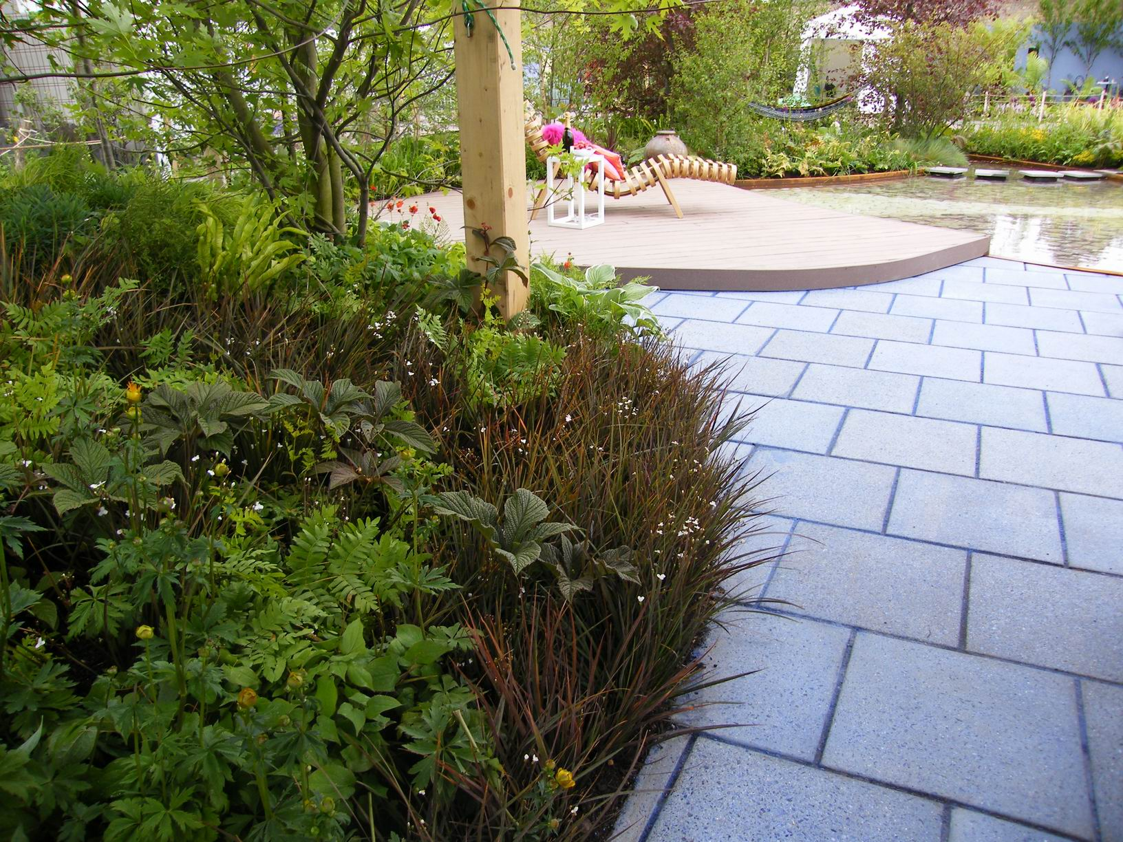 10 ideas for how to use paving and gravel in garden design for Garden patio slab designs