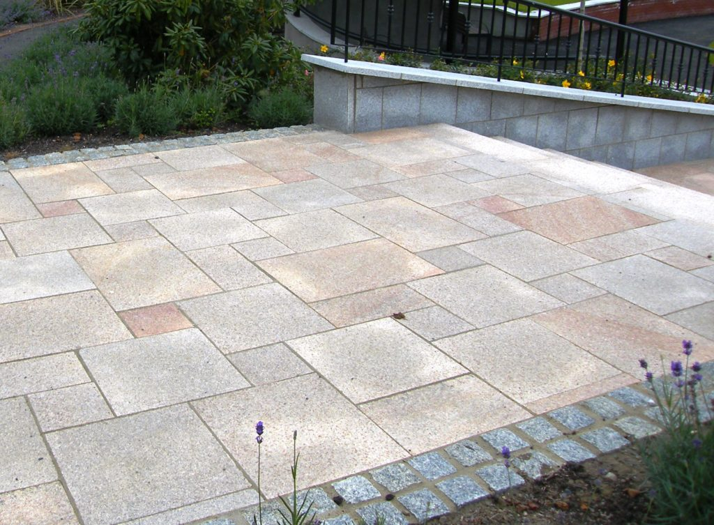 What sizes of paving slab to use in your garden design for Paving stone garden designs