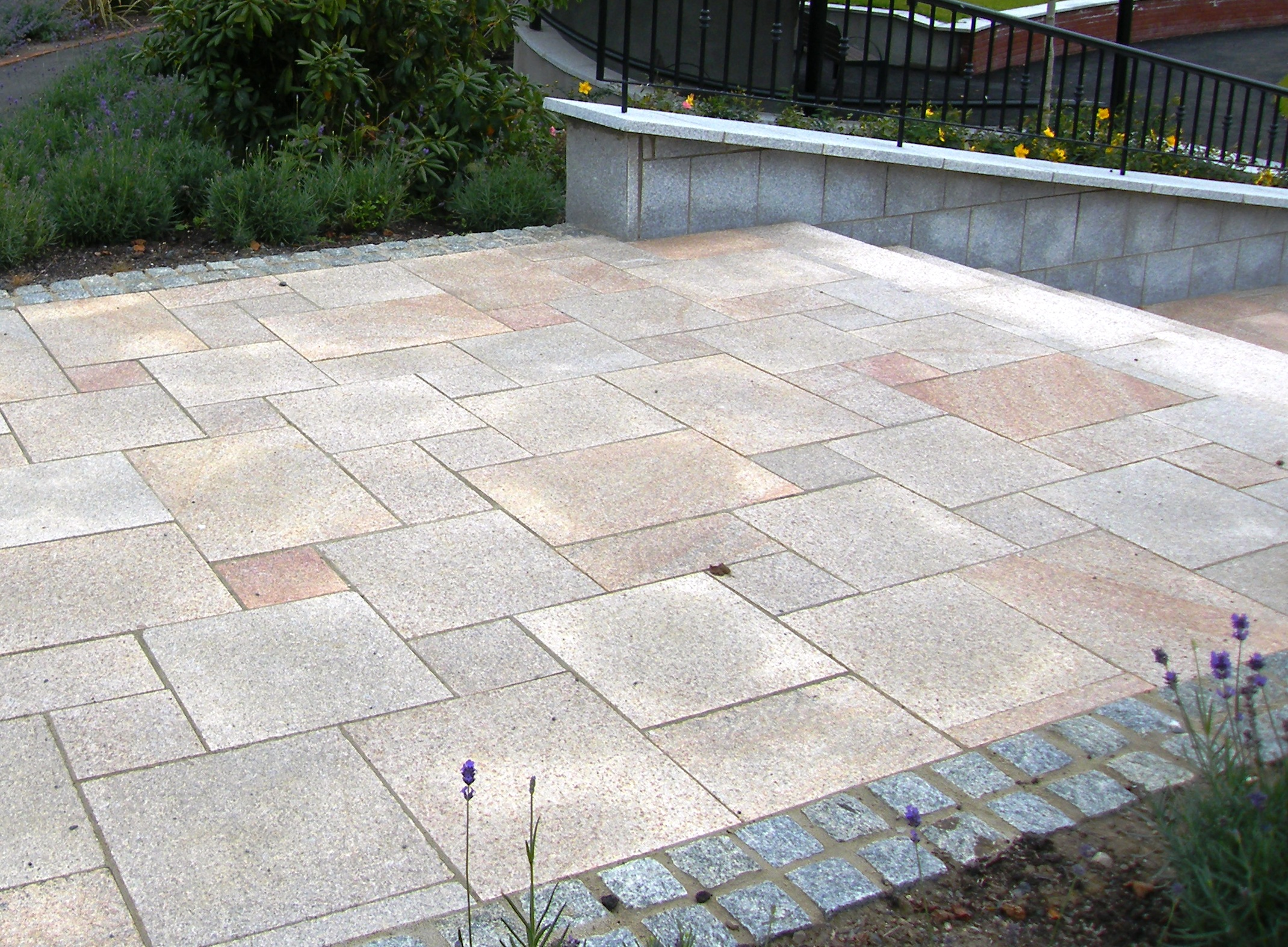 What sizes of paving slab to use in your garden design for Paved garden designs ideas
